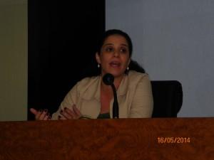 Carolina palestrando no Dialogo ANAC