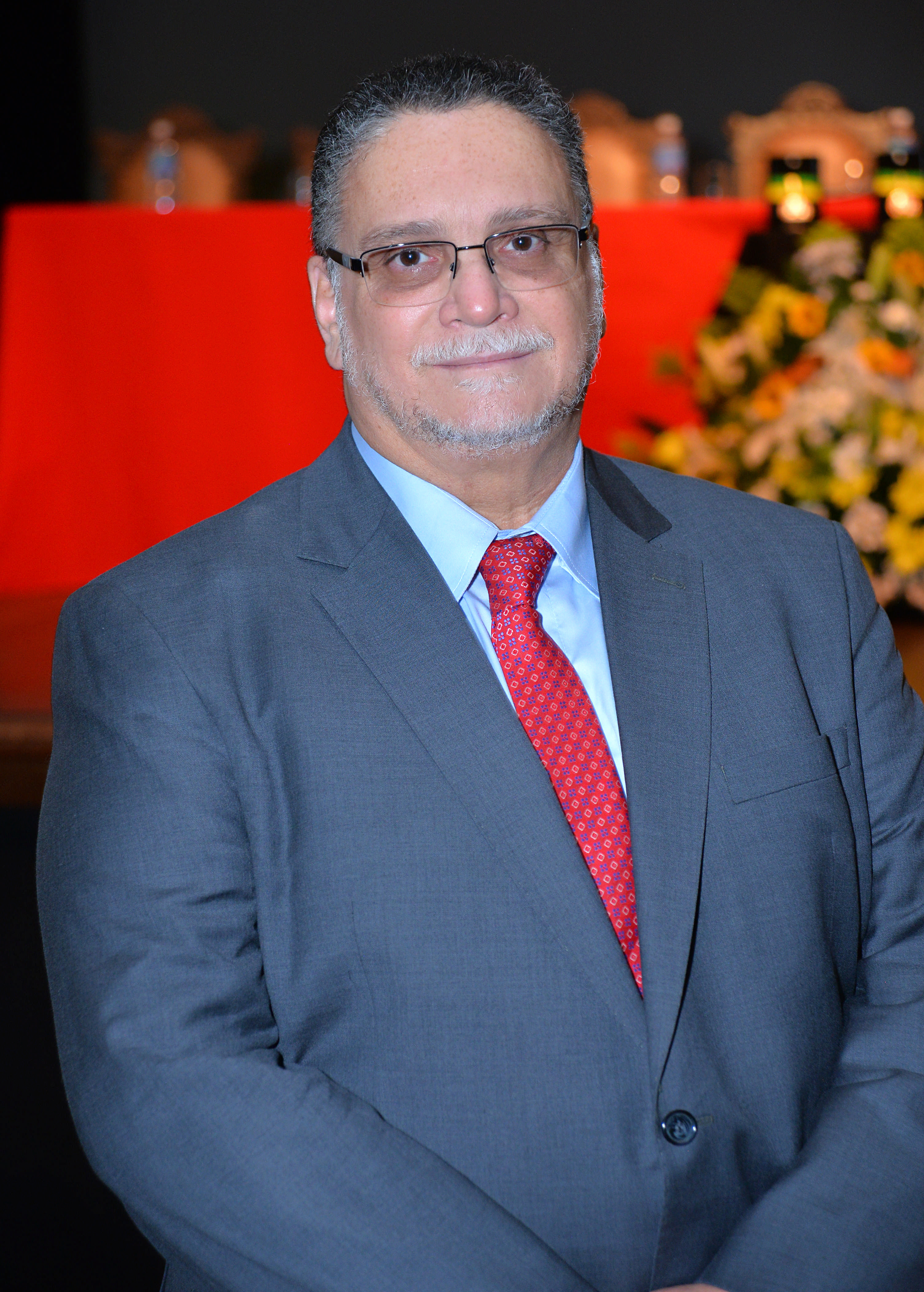 Dr. Ronaldo Armond